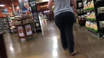 Pervert catches 22yrr old pawg beside the supermarket