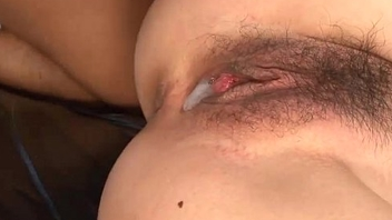 Guestimated neck Asian babe makes a dude fuck her pussy