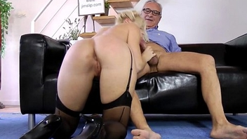 Highheeled eurobabe fucks and suck old ball up