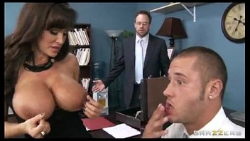 Big-tit brunette MILF Lisa Ann gives a decision to settle out be advantageous to court