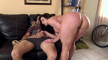 Big Booty MILF Kendra Lust exceeding Her Kness For Some Dick