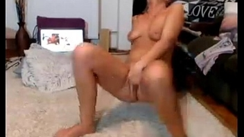 Hot Babe cumming for webcam